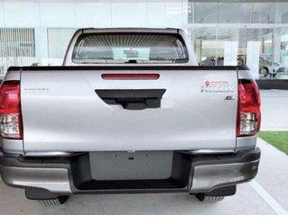 Bán xe Toyota Hilux năm sản xuất 2019, màu bạc, nhập khẩu, mới 100%