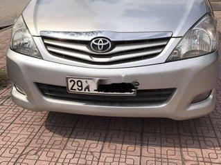 Cần bán xe Toyota Innova sản xuất năm 2011, màu bạc còn mới, giá tốt
