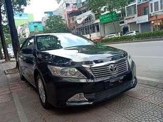 Cần bán gấp Toyota Camry đời 2013, màu đen còn mới, giá 680tr