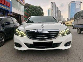 Bán nhanh chiếc Mercedes Benz E200 sản xuất 2014, xe giá thấp, chính chủ sử dụng