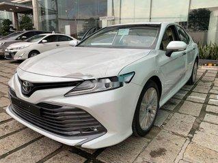Bán ô tô Toyota Camry 2.5Q năm sản xuất 2019, màu bạc, xe nhập