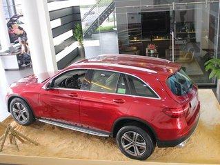 Giao xe toàn quốc - Giá bán ưu đãi. Mercedes GLC 200 sản xuất 2019, màu đỏ