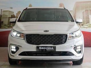 Cần bán xe Kia Sedona năm sản xuất 2019, màu trắng, dáng MPV, 7 chỗ ngồi
