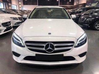 Chiết khấu giảm giá sâu khi mua chiếc Mercedes-Benz C200, đời 2019, màu trắng