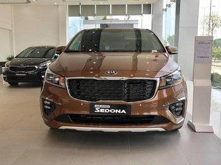 Cần bán Kia Sedona đời 2019, màu nâu, máy xăng, số tự động