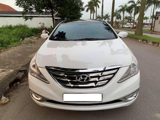 Cần bán gấp Hyundai Sonata sản xuất năm 2010, màu trắng, số tự động