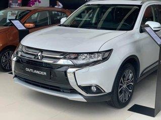 Bán chiếc Mitsubishi Outlander CVT Premium năm sản xuất 2019, giá tốt giao nhanh toàn quốc