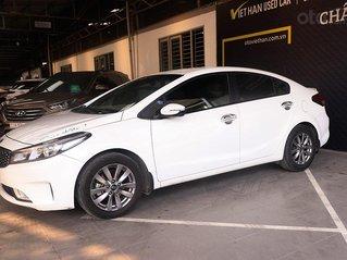 Kia Cerato 1.6MT 2017, xe trắng đẹp và sang