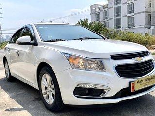 Bán xe Chevrolet Cruze đời 2017 số sàn màu trắng