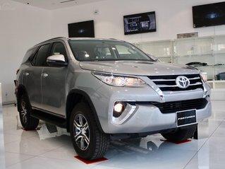 Bán Toyota Fortuner 2020 - máy dầu - số tự động, cam kết giá tốt - khuyến mãi lớn, trả trước 250 triệu - lãi suất thấp