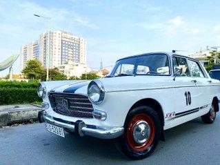 Peugeot nhập Pháp trước 1965 màu trắng, hàng full cao cấp, đủ đồ chơi không thiếu món nào, nội thất nệm da hai màu