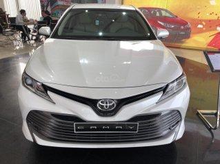 Bán ô tô Toyota Camry năm 2020, màu trắng ngọc trai giao ngay