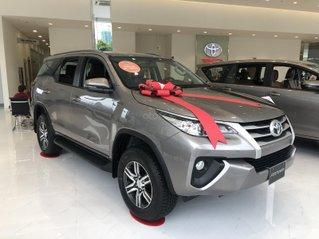 Toyota Fortuner năm sản xuất 2020. Giảm ngay 40tr cộng bảo hiểm vật chất và 3 năm bảo dưỡng.