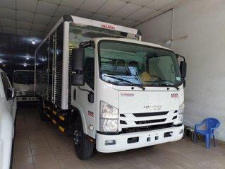 Isuzu 5.500kg, thùng kín 6.2m - KM: BH vật chất thân xe, máy lạnh, 9 phiếu bảo dưỡng