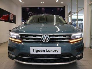 Xe SUV nhập khẩu 7 chỗ dành cho gia đình - VW Tiguan Luxury, màu xanh độc lạ - xe nhập - giảm 120tr