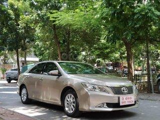Bán Toyota Camry 2.0E 2013, màu ghi vàng
