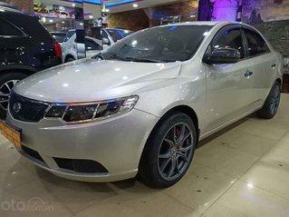Cần bán lại xe Kia Forte đời 2011, màu bạc xe gia đình