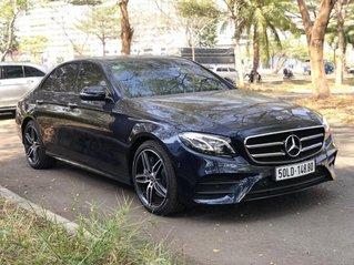 Mercedes-Benz E300 cũ 2020 AMG, màu xanh đen duy nhất, chính hãng