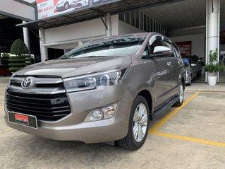 Bán Toyota Innova V sản xuất năm 2019, màu xám xe gia đình
