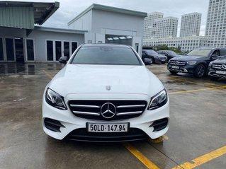 Bán Mercedes E300 năm sản xuất 2019, màu trắng còn mới