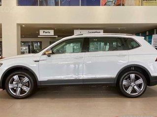 Tiguan Luxury màu trắng KM 120tr + gói phụ kiện cao cấp, xe gầm cao đời 2020 - hỗ trợ NH tối đa - LS thấp, đủ màu, giao ngay