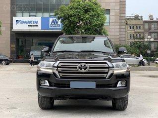 Xe chính chủ bán Toyota Land Cruiser VX động cơ V8 dung tích 4.6L màu đen, nội thất kem, xe sản xuất 2016, tên tư nhân