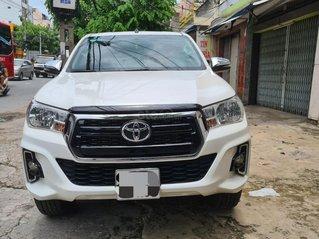 Bán xe Toyota Hilux 2019, màu trắng ít sử dụng, giá chỉ 630 triệu đồng