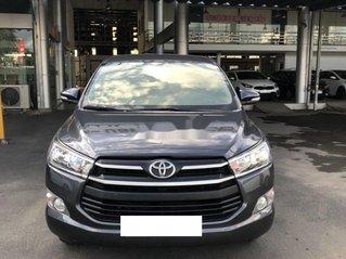 Cần bán Toyota Innova 2.0EMT năm sản xuất 2017, màu xám số sàn