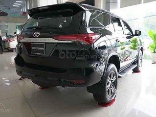 Cần bán Toyota Fortuner 2.4G 4x2 MT sản xuất năm 2020, màu đen