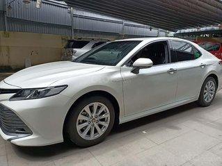Cần bán gấp Toyota Camry 2.0E năm 2019, màu trắng, nhập khẩu nguyên chiếc như mới