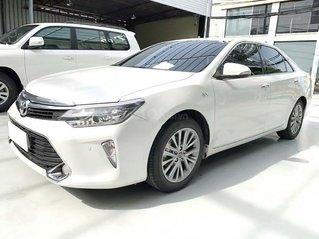 Cần bán lại xe Toyota Camry 2.5Q năm sản xuất 2018, màu trắng