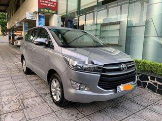 Bán xe Toyota Innova 2.0E đời 2017, màu bạc xe gia đình