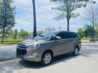 Bán xe Toyota Innova đời 2017, màu xám xe gia đình