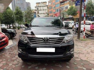 Toyota Fortuner v 2.7l AT sản xuất 2016, màu đen, nội thất kem