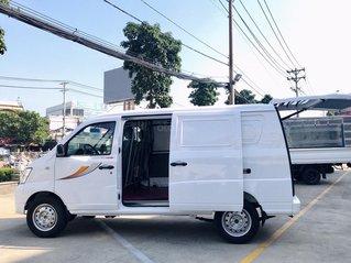 Xe tải Van 2 chỗ Thaco Towner 2S tải trọng 945 Kg chở hàng vào phố