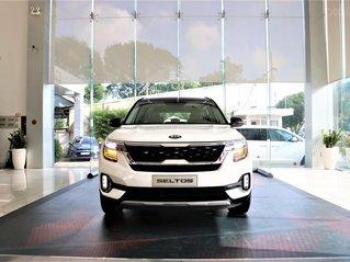 Kia Seltos 1.4 Premium 2020 màu trắng, đưa trước 205 triệu nhận xe