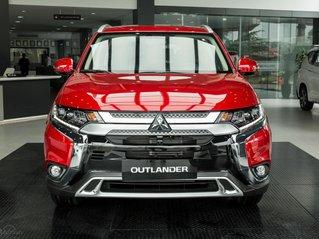 Outlander 2.0 CVT thiết kế đẹp mắt, nhiều tiện ích, được giảm 50% trước bạ. Nhanh tay đặt xe hưởng ưu đãi