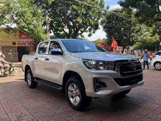 Cần bán lại xe Toyota Hilux đời 2019, màu trắng, nhập khẩu còn mới
