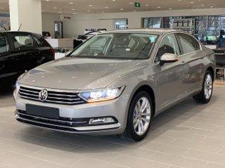 Volkswagen Passat Bluemotion màu bạc cao cấp nhập Đức Giao ngay - Khuyến mãi cực tốt 9/2020