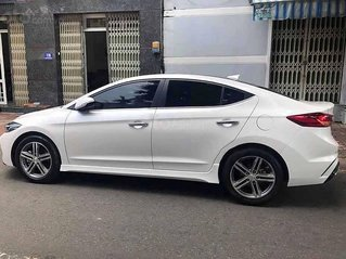 Bán Hyundai Elantra Sport năm 2019, màu trắng chính chủ, giá 648tr