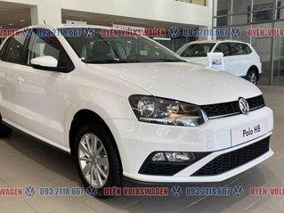 Ưu đãi lớn giảm phí trước bạ xe Polo Hatchback màu trắng Ngọc Trinh mới, xe nhỏ gọn tiện dụng, thời trang, LH Ms. Uyên