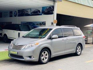 Cần bán xe Toyota Sienna năm 2010, màu bạc, chính chủ, giá 1 tỷ 140 triệu đồng
