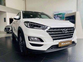 Cần bán Hyundai Tucson 2.0 đời 2020, màu trắng