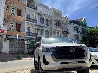 Cần bán xe Toyota Hilux 2.4L 4x2 AT đời 2021, màu trắng, xe nhập