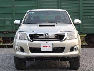 Bán Toyota Hilux sản xuất 2013, màu bạc, xe nhập số sàn, hai cầu máy dầu
