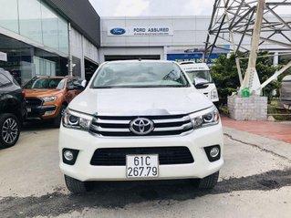 Cần bán lại xe Toyota Hilux đời 2017, màu trắng, xe nhập còn mới