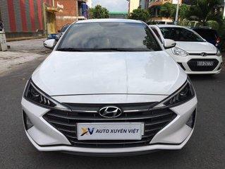 Cần bán gấp Hyundai Elantra 1.6MT sản xuất 2019, màu trắng đẹp như mới