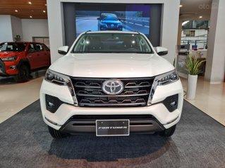 Bán ô tô Toyota Fortuner 2.4 AT đời 2021, màu trắng ngọc trai