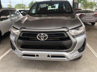 Bán xe Toyota Hilux 2.4 số tự động 2021- Màu bạc giao ngay - Khuyến mãi giảm tiền mặt, tặng phụ kiện