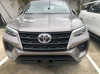 Toyota Fortuner 2.4 sô sàn, 2.4G số tự động máy dầu _ khuyến mãi giảm tiền mặt _ tặng phụ kiện